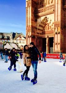 Maria Kleinschmidt & Vadim Lehmann beim Eislaufen. © privat